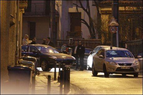 OMRINGES: Leiligheten til mannen omringes av fransk politi. Foto: AP