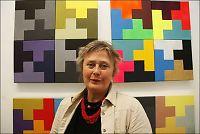Norsk kunstner maler hakekors i farger
