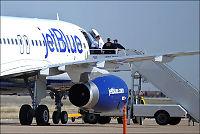 Flykaptein gikk amok - overmannet av passasjerer
