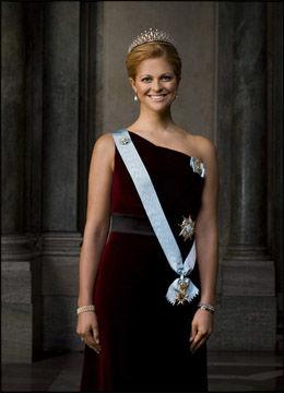 STRÅLER: Prinsesse Madeleine smiler fra øre til øre på de nye bildene av den svenske kongefamilien. Foto: Kungahuset.se