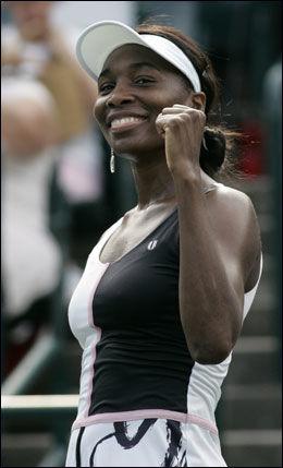 KVARTFINALEKLAR: Storesøster Venus Williams gliste bredt etter seieren. Foto: Reuters