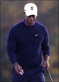 Woods sparket golfkølla etter grov miss