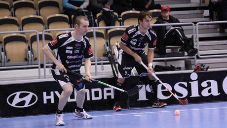 SPILLER GRATIS: Ketil Kronberg (t.v.) spiller gratis for svenske Dalen. Foto: IBK Dalen