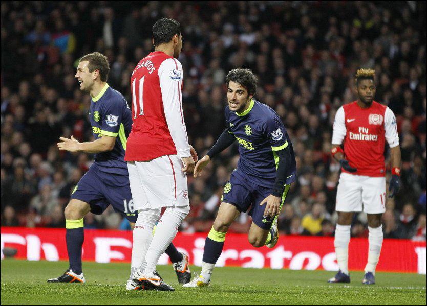 SCORET: Jordi Gomez (midten) jubler for scoring tidlig i kampen. Det resulterte til slutt i en ny Wigan-seier. Foto: AP