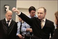 Historiker: Breivik-hilsenen er en del av skuespillet
