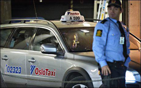 BLE KJØRT HJEM: Thomas Indrebø ble kjørt bort fra Oslo tinghus tirsdag i en drosje. FOTO: Gisle Oddstad/ VG