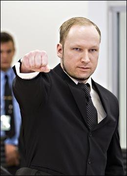 SJOKKERENDE: Utlendinger reagerer på at Breivik får komme med hilsener og propaganda i retten. Foto: Gisle Oddstad / VG