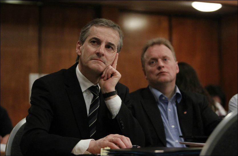 KONKURRENTER: Jonas Gahr Støre er ikke soleklar favoritt til å overta Ap-tronen. Nå nevner flere Raymond Johansen som en god kandidat. FOTO: NTB SCANPIX