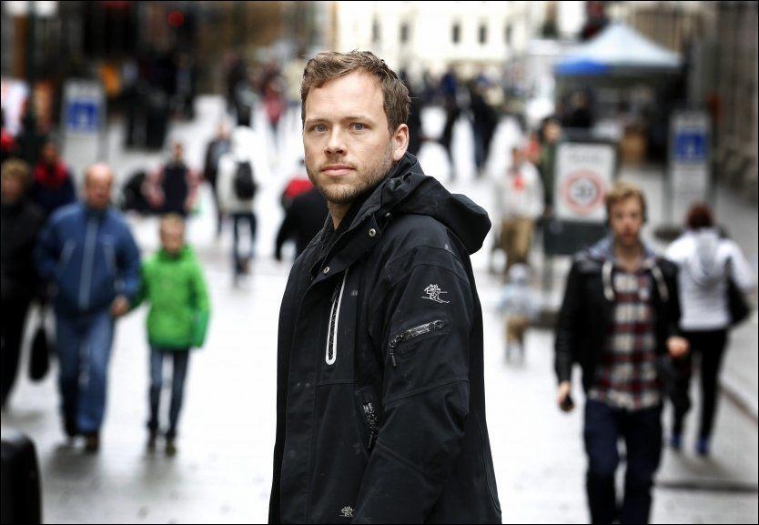 HEROIN-JA: SV vil ikke straffe narkomane som blir tatt med egen brukerdose. Her er Audun Lysbakken på Karl Johan, to dager etter at partiet har sagt ja til å nedkriminalisere narkotikabesittelse. Foto: Trond Solberg/VG