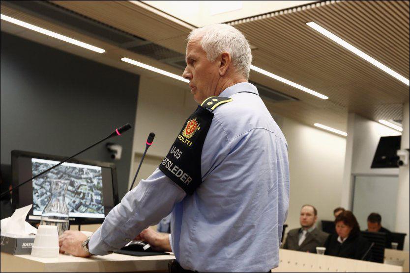 SKULLE AVVISES: Innsatsleder Thor Langli fortalte at det skulle brukes skytevåpen om nødvendig for å avvise politifolk som ikke kunne legitimere seg. FOTO: REUTERS