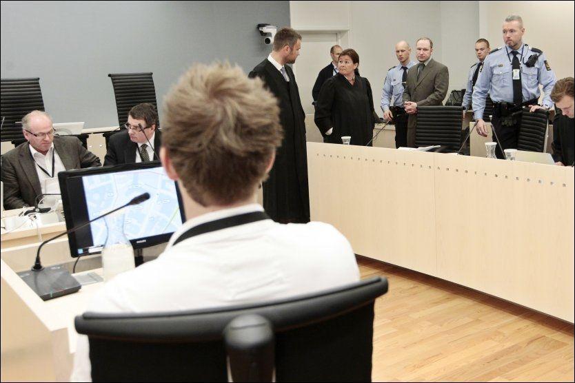 I RETTEN: Anders Behring Brevik viste ingen følelser da Eivind Dahl Thoresen forklarte seg om hvordan han ble rammet av terrorbomben 22. juli. Foto: NTB SCANPIX