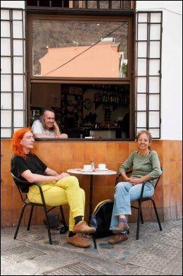 DET GODE LIV: Tyske helsefriker, kunstnere og gamle hippier har slått seg ned i Valle Gran Rey. Foto: MARIT BENDZ