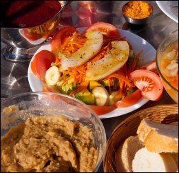 HJEMMELAGET OG KORTREIST: Gofio er nasjonalretten på La Gomera, og blir fremstilt av malt hvete eller mais. Gofio-grøten blir brukt til de fleste hovedretter, til kaffe og vin og som dessert som flan de gofi. Foto: MARIT BENDZ