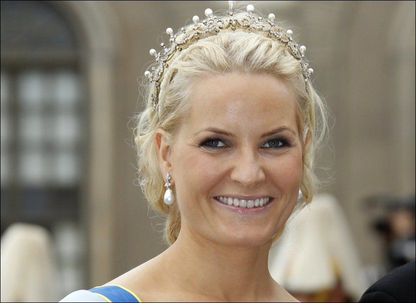 IKKE TIL DÅPEN: Kronprinsesse Mette-Marit kommer ikke i dåpen til prinsesse Estelle. Foto: Scanpix