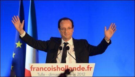 ERKLÆRTE SEIEREN: Francois Hollande slo armene ut da han entret scenen for å tale sin tilhengere etter at seieren var et faktum. Foto: Afp