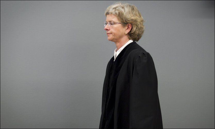 GRÅT: Tingrettsdommer Wenche Elizabeth Arntzen gråt åpenlyst i rettssal 250 mandag, den 13 dagen av rettssaken mot Anders Behring Breivik. Foto: HEIKO JUNGE, NTB SCANPIX