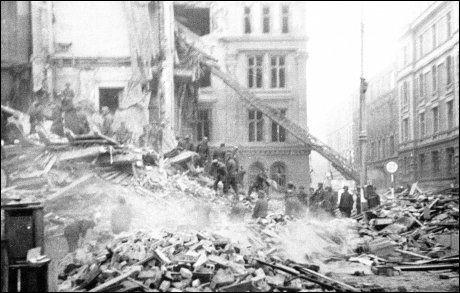 KATASTROFALT ANGREP: De alliertes angrep på Gestapo-hovedkvarteret på Victoria Terrasse ved Slottsparken i Oslo slo alvorlig feil og medførte at 78 sivile nordmenn ble drept. Foto: NTB scanpix