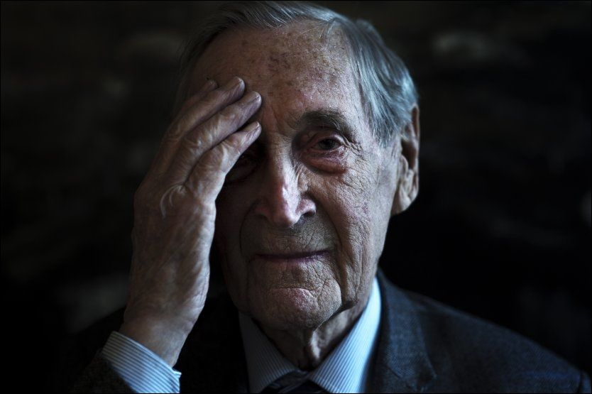 KRIGSHELT: Gunnar Sønsteby var i alle år levende opptatt av å advare mot ekstreme ideologier og å videreformidle kunnskap om andre verdenskrig til nye generasjoner. Foto: Alexander Andersen/NTB scanpix