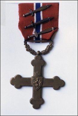 KRIGSKORSET: Flere personer har blitt tildelt Krigskorset for sin innsats for Norge, men Gunnar Sønsteby er den eneste som har blitt tildelt Krigskorset med tre sverd. Foto: Henrik Laurvik / NTB scanpix