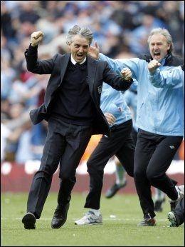 MISTET TROEN: Roberto Mancini hadde gitt opp, men ble sendt til himmels av Sergio Agüero drøyt tre minutter på overtid. Foto: Pa Photos