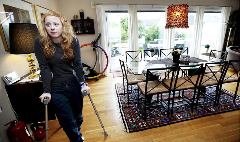 PLUKKET UT KULA: Frida Holm Skoglund (20) plukket selv ut kula fra låret etter å ha blitt skutt på Utøya av Anders Behring Breivik. Foto: Christian Roth Christensen/Tønsbergs Blad
