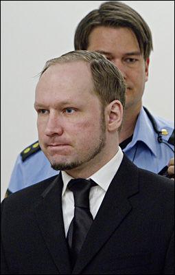 BAKROMMET: Tiltalte Anders Behring Breivik (33) godtok ønsket om at han ble plassert på bakrommet under vitnemålet. Foto: Stian Lysberg Solum / NTB scanpix