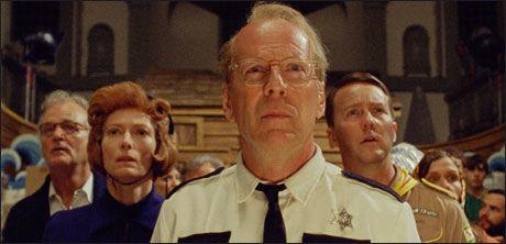 """BEKYMRET: Bill Murray, Tilda Swinton, Bruce Willis og Edward Norton i filmen """"Moonrise Kingdom"""". Foto: NORSK FILMDISTRIBUSJON"""