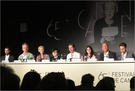 I CANNES: Jason Swartzman, Bill Murray, Tilda Swinton, Jared Gilman, Wes Anderson, Kara Hayward, Bruce Willis og Edward Norton i Cannes i dag. Foto: INGVILL DYBFEST DAHL