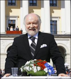 FEIRET: Kjell Arne Totland er Norges fremste ekspert på kongehuset. Her fra Slottsplassen på 17. mai. Foto: Privat