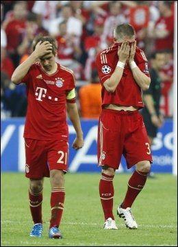 DEPPET: Bastian Schweinsteiger (t.h.) og Philipp Lahm. Foto: AP