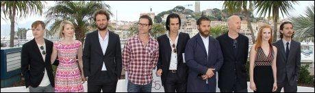 STJERNELAG: Hele rekka på plass i Cannes: F.v: Dane Dehaan, Mia Wasikowska, Jason Clarke, Guy Pearce, Nick Cave, Tom Hardy, John Hillcoat, Jessica Chastain og Shia Labeouf. Foto: AFP