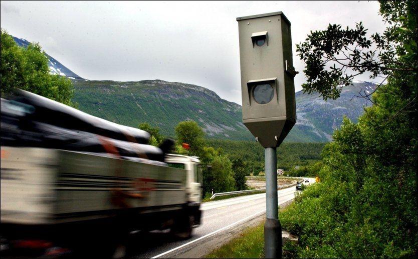 EFFEKTIVISERES: Snart kommer det kamera i alle fotoboksene, så kan billistene lure på om kameraet er skrudd på eller ikke. Foto: Rune Stoltz Bertinussen/VG
