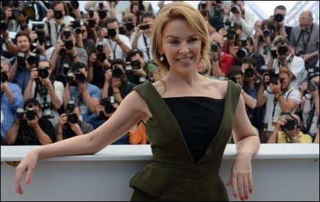 I CANNES: Kylie Minogue er tilbake som skuespiller i «Holy Motors», som ble vist på filmfestivalen i Cannes onsdag. Foto: AFP