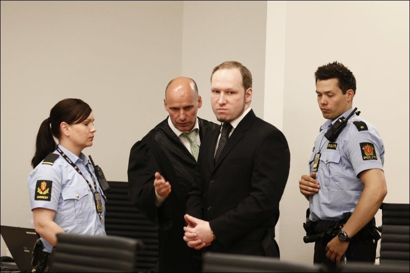 - LO IKKE: Selv om flere fra Utøya har sagt at Breivik lo eller smilte da han var der, har 33-åringen nektet hardnakket for dette. Da han fikk ordet torsdag, understreket han det igjen. Foto: Heiko Junge, NTB SCANPIX