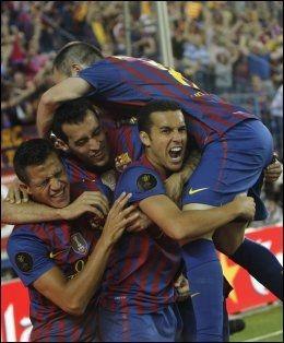 GULL Barcelona-spillerne jublet heftig etter at Copa del Rey-gullet var sikret. Her feirer Pedro Rodriguez sammen med sine lagkamerater. Foto: Joseba Etxaburu / Reuters