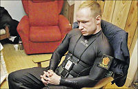 Halvnaken Breivik poserte for politiet på Utøya