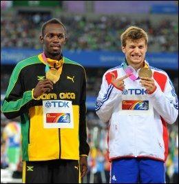 MEDALJEVINNER: Christophe Lemaitre (t.h.) tok bronsen under VM i fjor. Usain Bolt vant gullet. Foto: AFP PHOTO / KIM JAE-HWAN