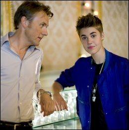 STJERNEMØTE: Fredrik Skavlan og Justin Bieber. Foto: BJØRN OPSAHL/NRK - NTB SCANPIX