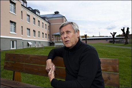 RYDDER OPP: Fagsjef ved psykiatrisk klinikk, Arne Johannessen, forsøker å kontakte alle de 116 pasientene som risikerer å ha fått feil diagnose ved sykehuset. Foto: Roger Neumann