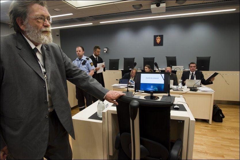 UENIG: Professor ved Institutt for sammenlignende politikk ved Universitetet i Bergen, Frank Aarebrot, forklarte seg som privat sakkyndig vitne fredag. Han mener Breivik har misforstått journalisters venstrevridning i Norge. Foto: Heiko Junge / NTB scanpix
