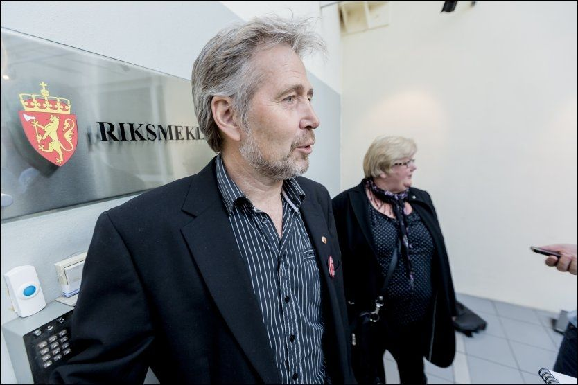 HOS RIKSMEKLEREN: Forhandlingsleder Arne Johannessen i UNIO og leder Tone Rønoldtangen i LO Stat ankommer Riksmekleren. Foto: Krister Sørbø / NTB scanpix