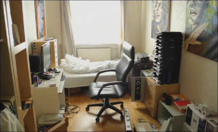 FLYTTET HJEM: i 2006 flyttet massemorder Anders Behring Breivik hjem til morens leilighet på Skøyen og spilte rollepillet World of Warcraft på gutterommet. Foto: POLITIET