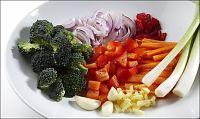 Menn spiser grønnsaker for husfredens skyld