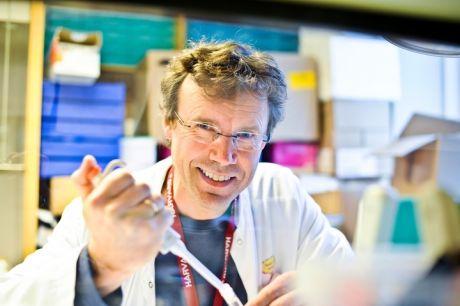 FEDMEFORSKER: Professor og barnelege Pål Rasmus Njølstad ved Universitetet i Bergen, kaller den nye studien et gjennombrudd i fedmeforskningen på barn. Foto: Øyvind Blom/Haukeland universitetssjukehus