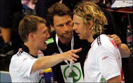 MÅ SLÅ UNGARN: EM-kvalifiseringen er trukket, men først er det seier i VM-kvaliken mot Ungarn som gjelder for Sondre Paulsen (t.v.), Robert Hedin (i midten) og Erlend Mamelund. Foto: Aleksandar Djorovic, NTB scanpix