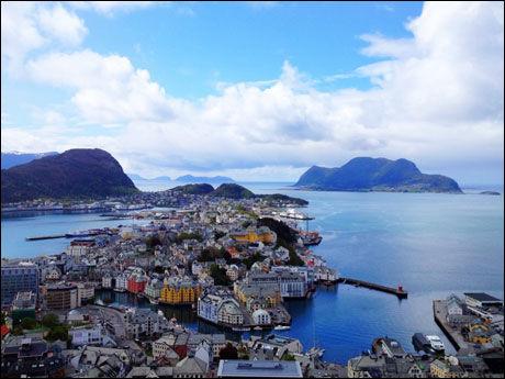 ÅLESUND: Et klassisk utsiktsbilde over jugendbyen er blant de svært mange Andrew Evans' twitterfølgere har fått se de siste ukene. Foto: DIGITAL NOMAD