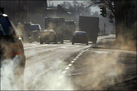 ADVARER: Verdens helseorganisasjon er nå helt sikre på at dieseleksos er kreftfremkallende. Bildet er fra Trondheim. Foto: GORM KALLESTAD/NTB SCANPIX
