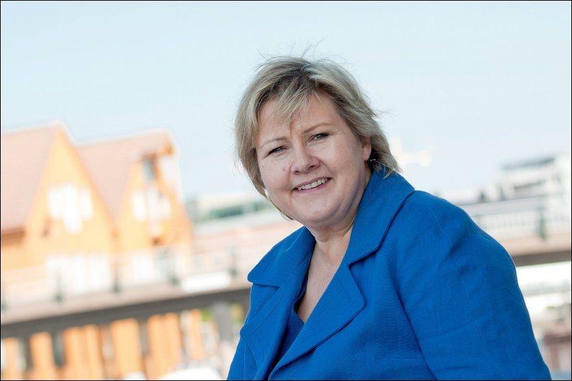 I MEDVIND: Erna Solberg og Høyre får 35,1 prosents oppslutning på Aftenpostens partibarometer for juni, over dobbelt så mye som ved stortingsvalget i 2009. FOTO: LISE SKOGSTAD/VG