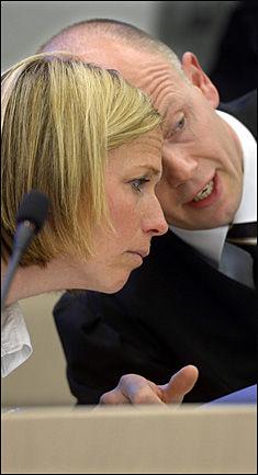 DISKUTERER: Statsadvokatene Inga Bejer Engh og Svein Holden har styrt påtalemyndighetens sak mot Anders Behring Breivik. Foto: HELGE MIKALSEN / VG