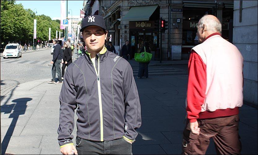 TILBAKE I NORGE: Her er Mats Zuccarello Aasen på Karl Johan i dag, tirsdag. I slutten av juli reiser han til Russland for å spille KHL-hockey. Foto: Anders K. Christiansen